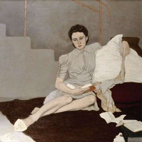 woman-reading-grey